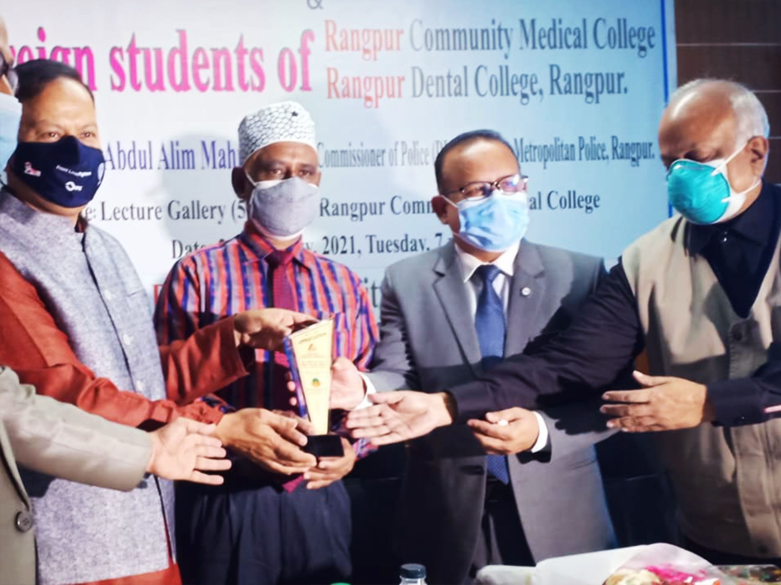 A discussion session between Rangpur Police Commissioner & Foreign students of RCMC & RDC